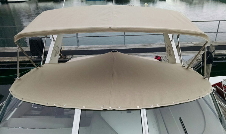 CBayliner Ciera 3055 Cockpit Cover in Sunbrella Tresco Linen