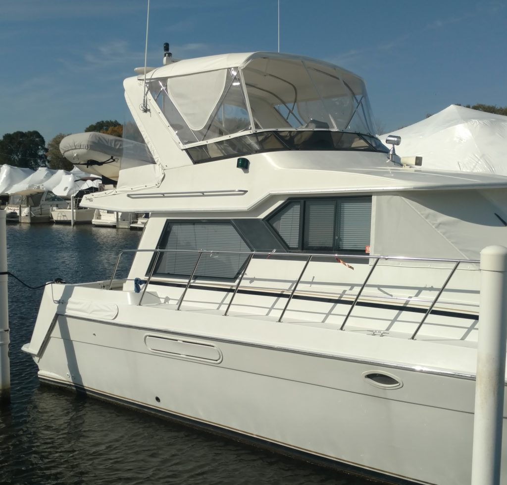 42 Navigator Yacht - Flybridge Enclosure
